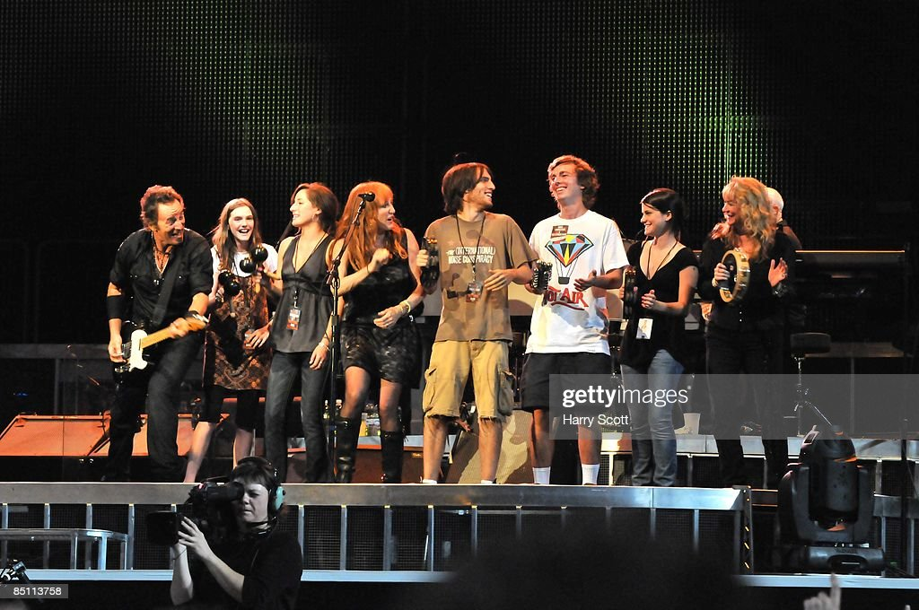 NOU Photo of Bruce SPRINGSTEEN and Patti SCIALFA and Soozie TYRELL and Evan SPRINGSTEEN and Jessica SPRINGSTEEN, performing live onstage with his, and other band members', children - L-R: Bruce Springsteen, ?, Jessica Springsteen, Patti Scialfa, Evan Springsteen, ?, ?, Soozie Tyrell