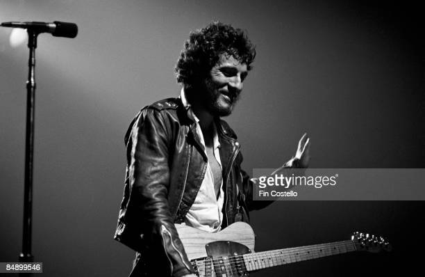 REDBANK Photo of Bruce SPRINGSTEEN Bruce Springsteen performing on stage Born to Run Tour 36