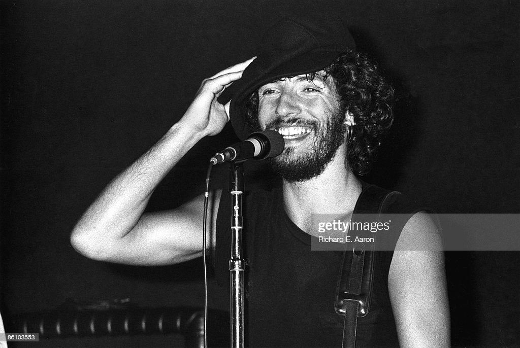 BOTTOMLINE Photo of Bruce SPRINGSTEEN performing live onstage on Born To Run tour