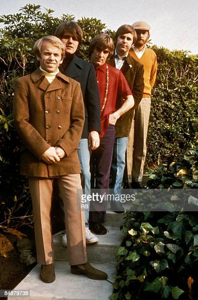 Photo of Carl WILSON and Dennis WILSON and BEACH BOYS and Bruce JOHNSTON and Al JARDINE and Mike LOVE Posed group portrait Front to back Al Jardine...