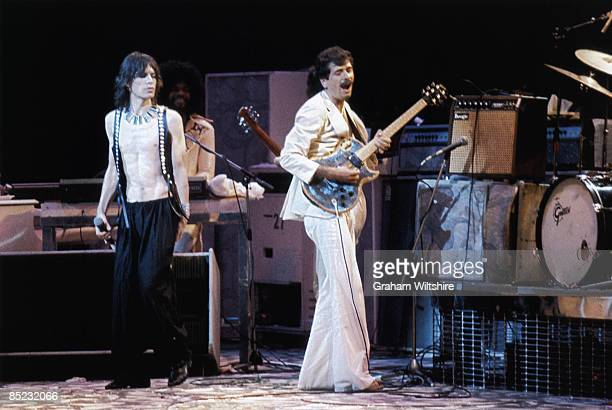 GARDEN Photo of Carlos SANTANA and ROLLING STONES Mick Jagger w/ Carlos Santana and Billy Preston performing live onstage