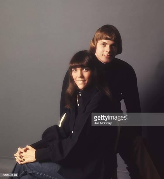 Photo of CARPENTERS and Karen CARPENTER and Richard CARPENTER LR Karen Carpenter Richard Carpenter posed at AM Studio