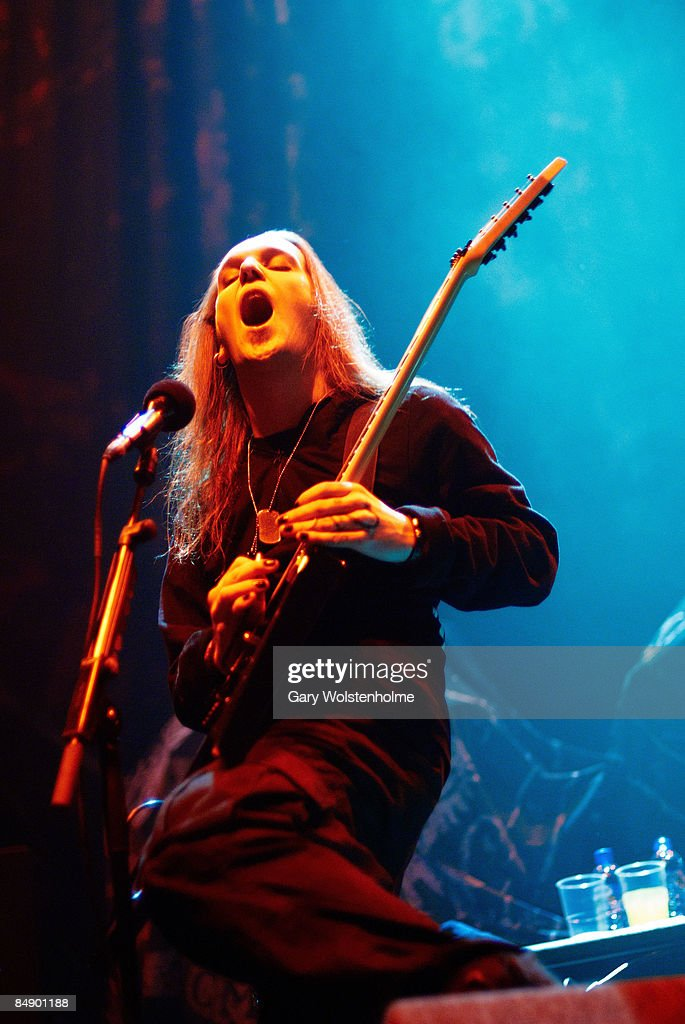 ARENA Photo of CHILDREN OF BODOM and Alexi LAIHO Alexi Laiho performing on stage