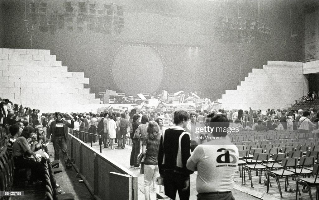 COURT Photo of CONCERT and EARLS COURT and PINK FLOYD, crowds in the venue after The Wall concert