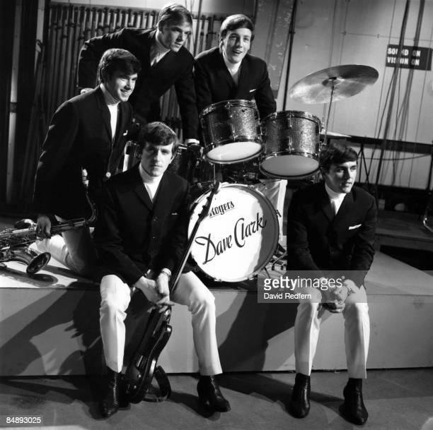 GO Photo of Dave CLARK and DAVE CLARK FIVE and Rick HUXLEY and Lenny DAVIDSON and Denis PAYTON and Mike SMITH Posed group portrait on tv show Back...