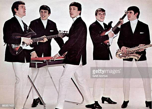Photo of DAVE CLARK FIVE and Rick HUXLEY and Mike SMITH and Lenny DAVIDSON and Denis PAYTON and Dave CLARK Posed group portrait LR Rick HuxleyDave...