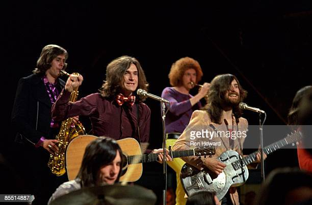 POPS Photo of Dave DAVIES and Ray DAVIES and KINKS LR Mick Avory Ray Davies Dave Davies performing on show with horns players behind