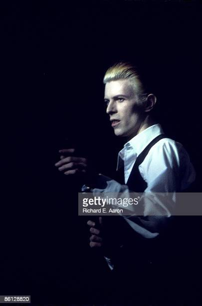 GARDEN Photo of David BOWIE performing live onstage on 'Station To Station' World Tour