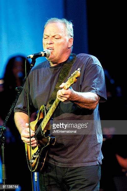 APOLLO Photo of David GILMOUR David Gilmour performing live onstage