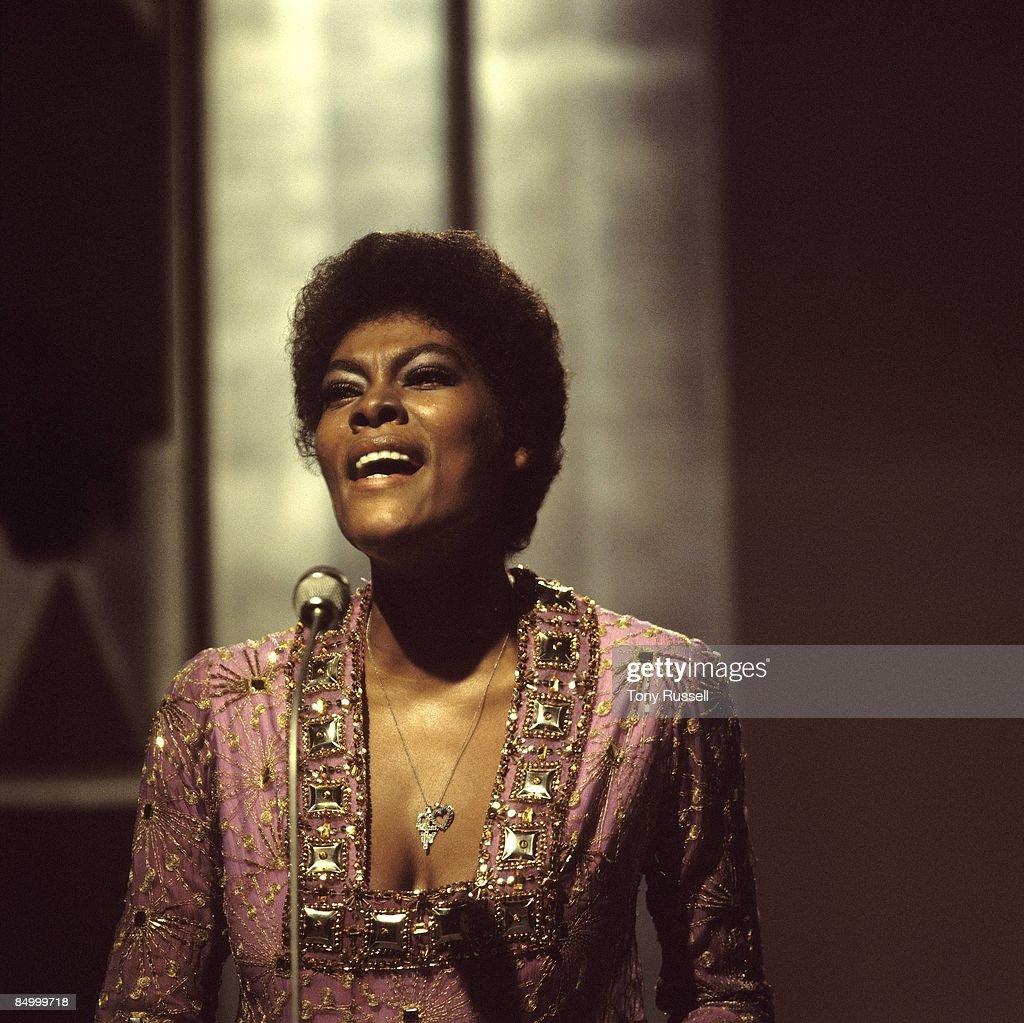 Photo of Dionne WARWICK; Dionne Warwick performing on The Engelbert Humperdinck Show