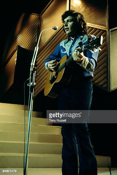 CENTRE Photo of Don McLEAN Don McLean performing on tv show