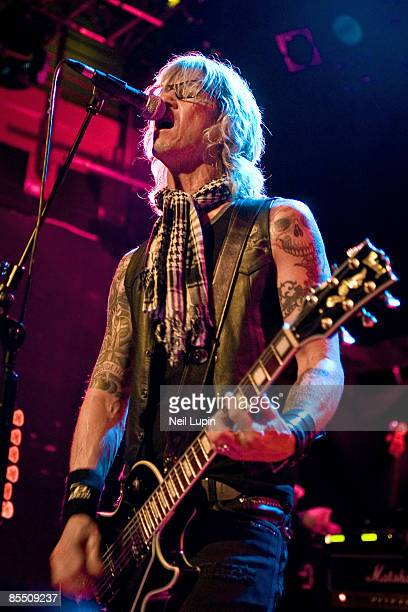 ACADEMY Photo of Duff McKAGAN and LOADED Duff McKagan performing on stage