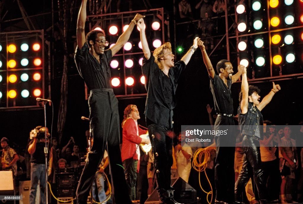 Photo of Eddie KENDRICKS and HALL & OATES and LIVE AID and David RUFFIN; w/ Eddie Kendrick & David Ruffin at Live Aid