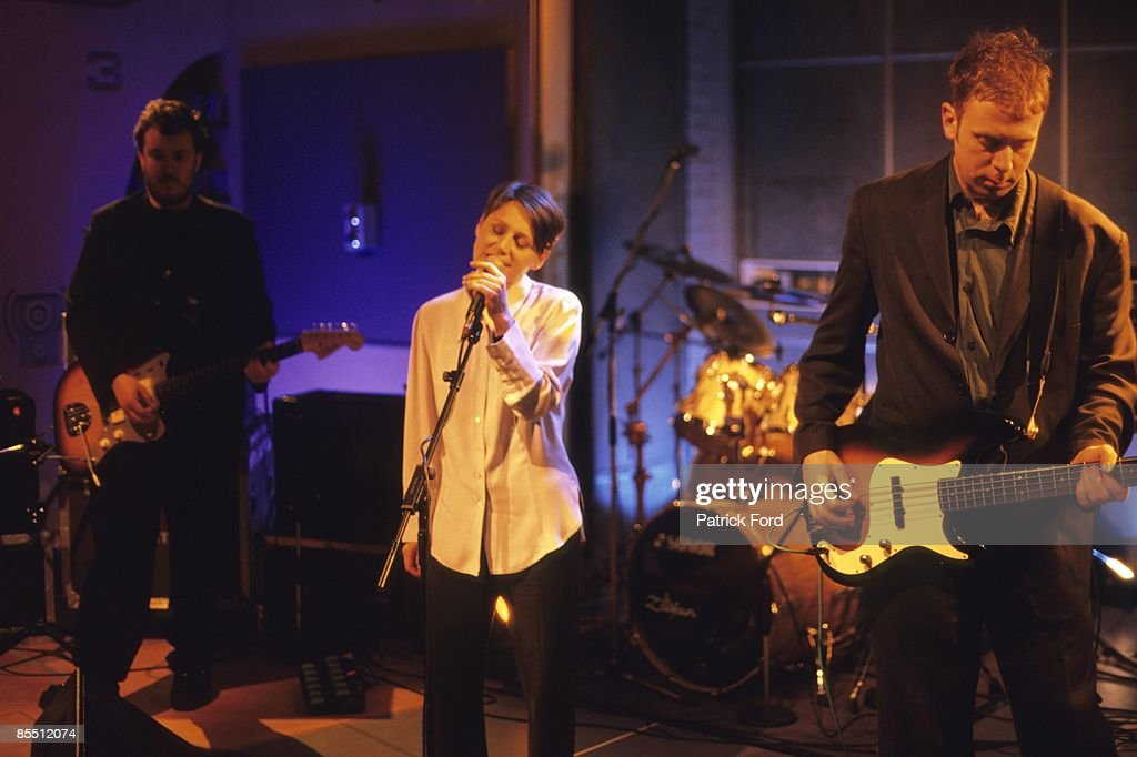 VH1 Photo of Elizabeth FRASER and COCTEAU TWINS and Simon RAYMONDE and Robin GUTHRIE LR Robin Guthrie Elizabeth Fraser Simon Raymonde