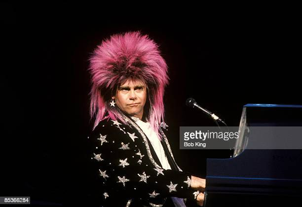CENTRE Photo of Elton JOHN