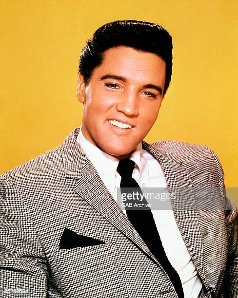 Photo of Elvis PRESLEY posed studio