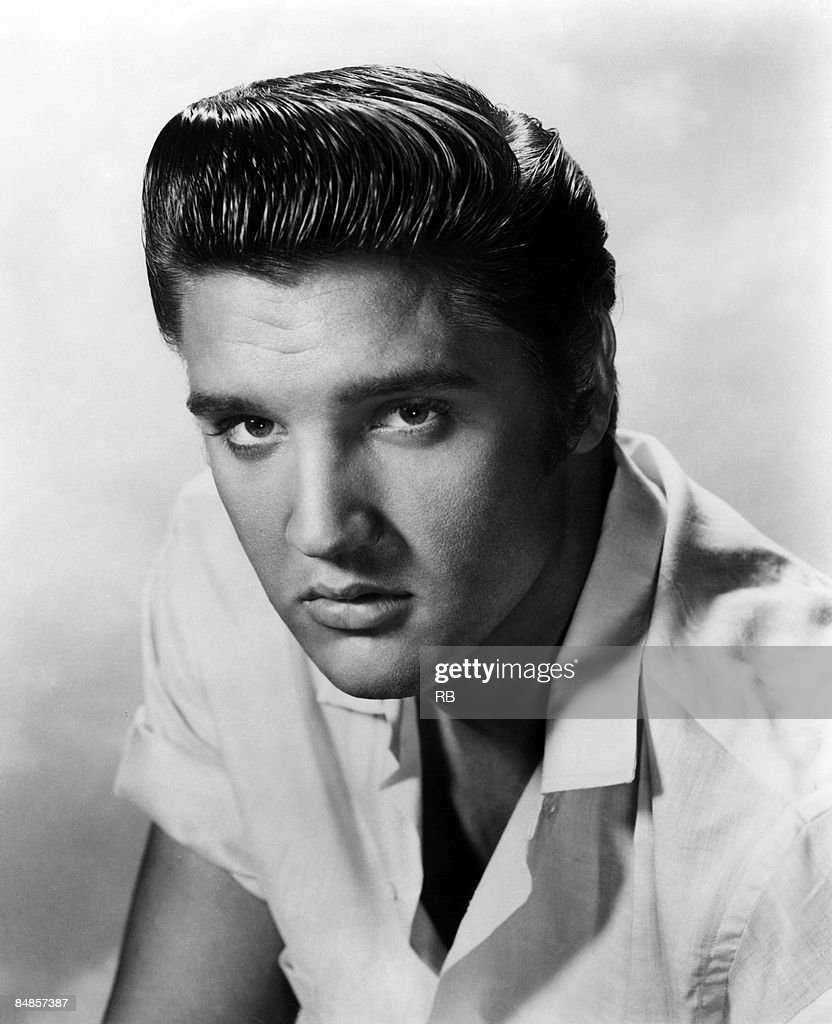 Photo of Elvis PRESLEY Posed studio portrait of Elvis Presley