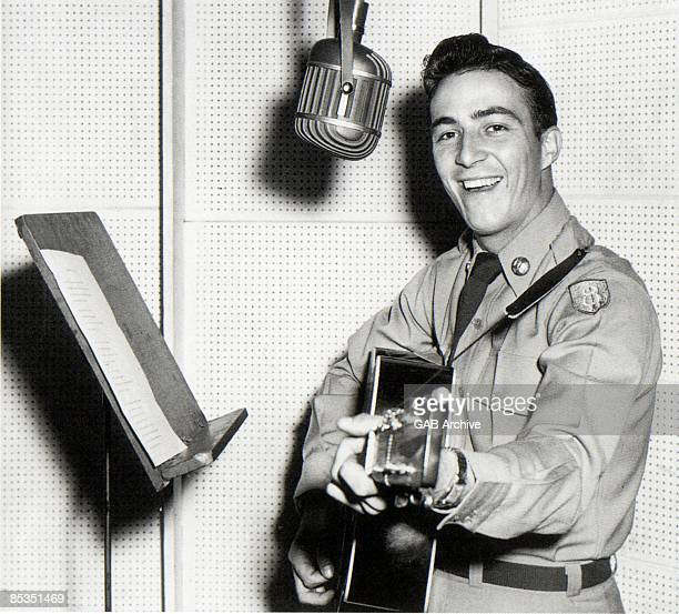 Photo of Faron YOUNG In a recording studio