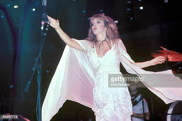 Photo of FLEETWOOD MAC and Stevie NICKS with Fleetwood Mac performing live onstage
