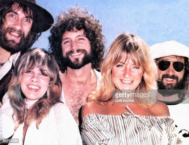 Photo of FLEETWOOD MAC LR Mick Fleetwood Stevie Nicks Lindsey Buckingham Christine McVie John McVie Posed group shot c1975