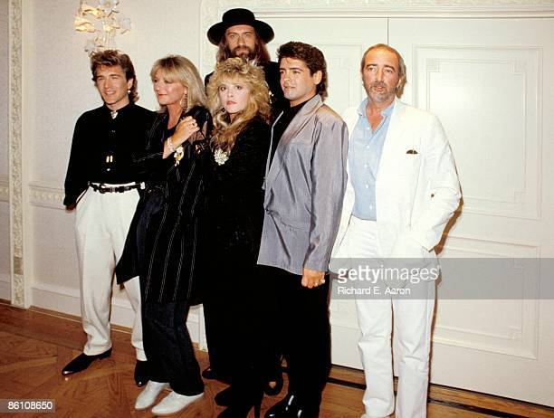 USA Photo of FLEETWOOD MAC LR Rick Vito Christine McVie Mick Fleetwood Stevie Nicks Billy Burnette John McVie posed group shot