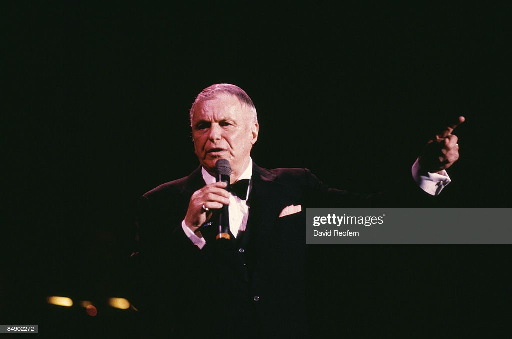 HALL Photo of Frank SINATRA, Frank Sinatra performing on stage, pointing