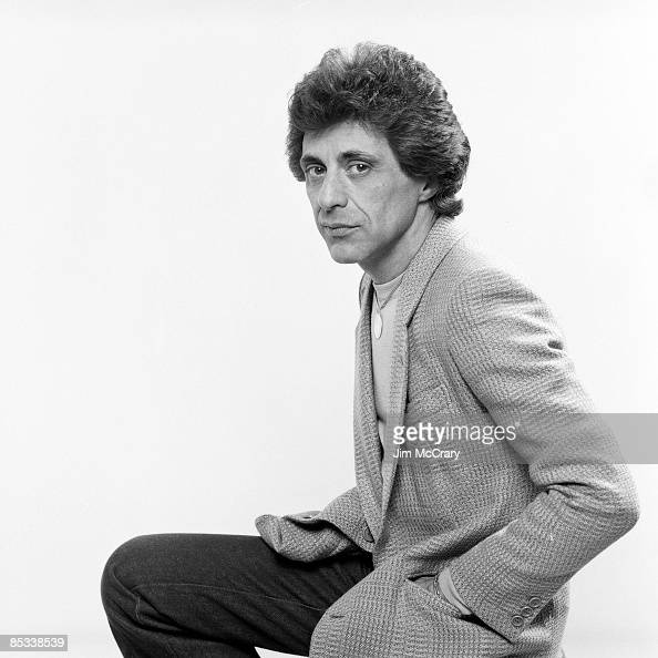Photo of Frankie VALLI Posed studio portrait of Frankie Valli