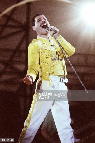 KNEBWORTH Photo of Freddie MERCURY and QUEEN Freddie Mercury performing live on stage