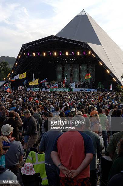 FESTIVAL Photo of GLASTONBURY Crowd Pyramid stage