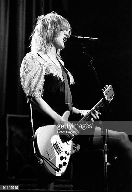 Photo of HOLE Hole Nederland Paradiso Amsterdam 25 april 1995 Pop grunge zangeres Courtney Love staat in een ranzig jurkje op het podium en speelt op...