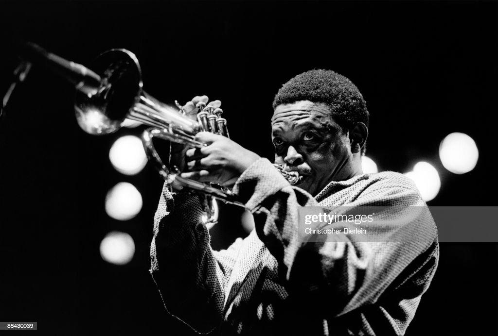 Photo of Hugh MASEKELA; Hugh Masekela performing on stage