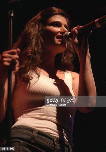 THEATER Photo of Idina MENZEL Idina Menzel performing on stage