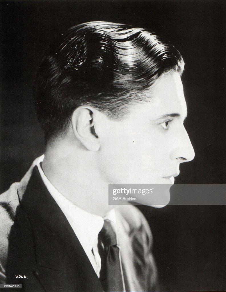 Photo of Ivor NOVELLO posed studio head shot