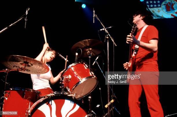 ASTORIA Photo of Jack WHITE and Meg WHITE and WHITE STRIPES Meg and Jack White performing on stage
