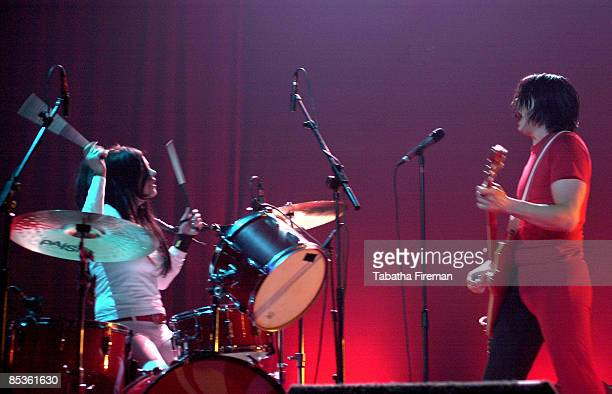 ACADEMY Photo of Jack WHITE and Meg WHITE and WHITE STRIPES Meg and Jack White performing on stage