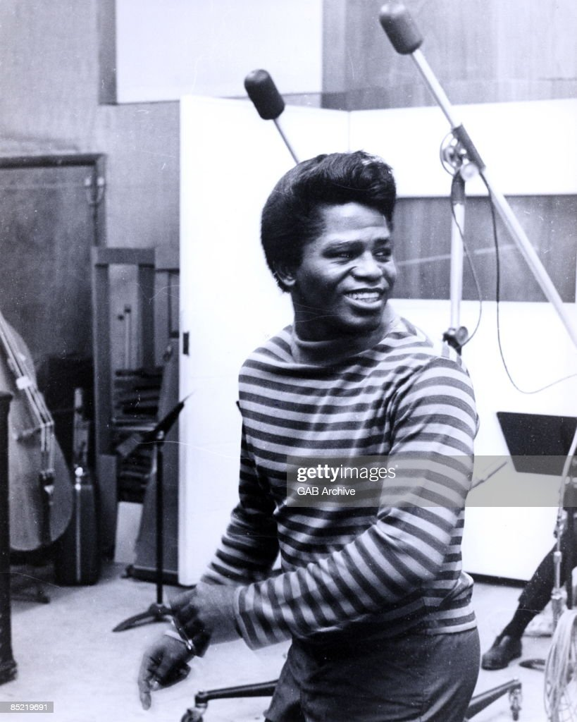 USA Photo of James BROWN posed in recording studio c1965