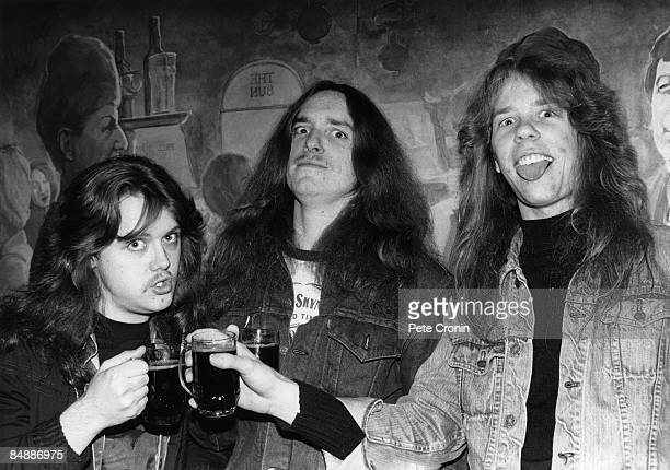 FESTIVAL Photo of James HETFIELD and METALLICA and Lars ULRICH and Cliff BURTON LR Lars Ulrich Cliff Burton James Hetfield posed drinking beer