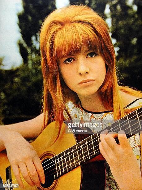 Photo of Jane ASHER Portrait with guitar Regent's Park London 25th June 1964