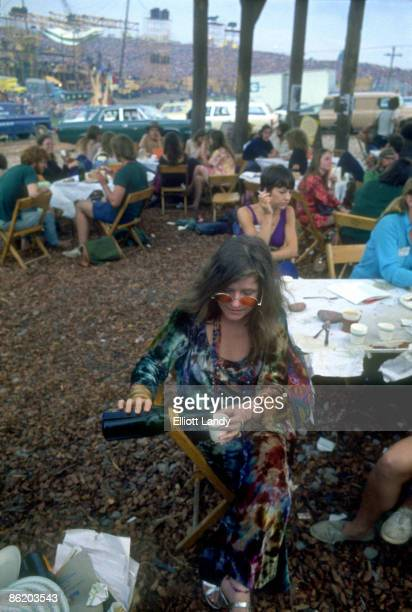 FESTIVAL Photo of Janis JOPLIN 16bit RGB flat Mac byte order uncompressed TIFF file 3754x5579 pixels @ 400000 pixels/inch written by Adobe Photoshop...