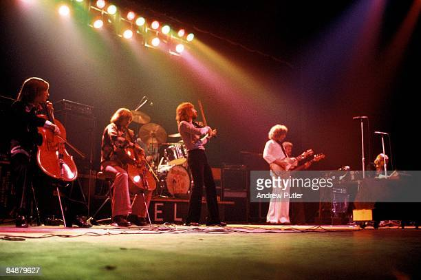 THEATRE Photo of Jeff LYNNE and ELECTRIC LIGHT ORCHESTRA and Hugh MCDOWELL and Richard TANDY LR Hugh McDowell Jeff Lynne Kelly Groucutt Richard Tandy
