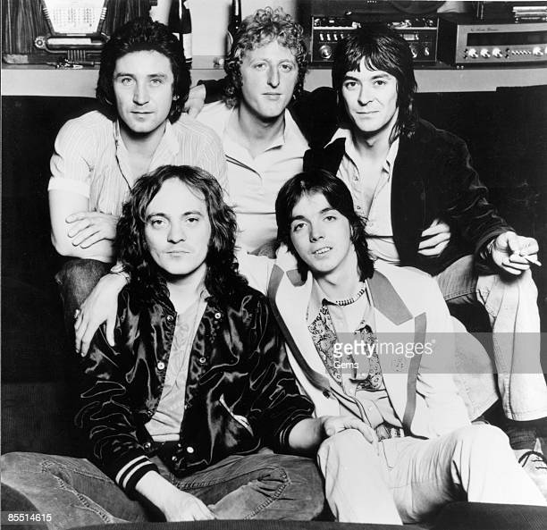 Photo of Jimmy McCULLOCH and SMALL FACES LR Kenney Jones Rick Wills Ian McLagan Steve Marriott Jimmy McCulloch posed group shot c1978