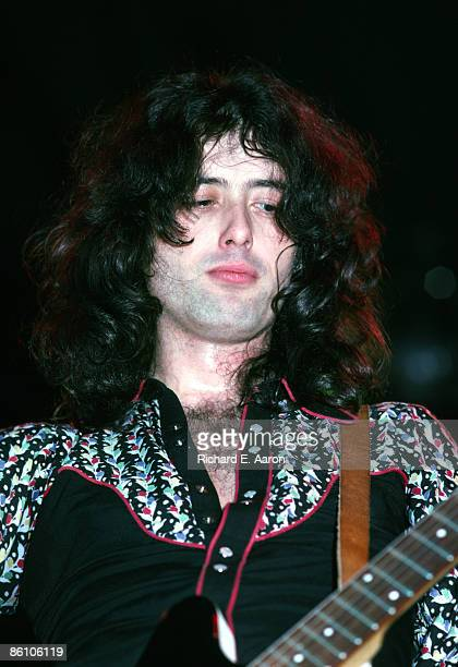 COLISEUM Photo of Jimmy PAGE and LED ZEPPELIN Jimmy Page performing live onstage