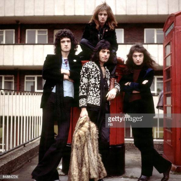 Photo of John DEACON and QUEEN and Brian MAY and Roger TAYLOR and Freddie MERCURY Posed group portrait Brian May Roger Taylor Freddie Mercury and...