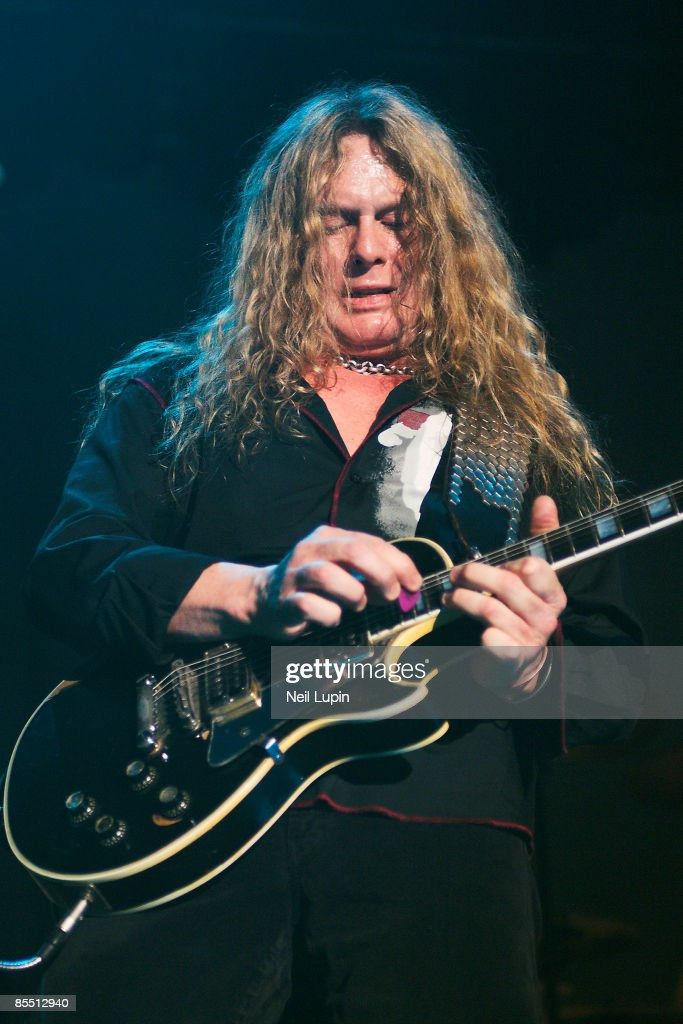 ARENA Photo of John SYKES and THIN LIZZY John Sykes performing live onstage
