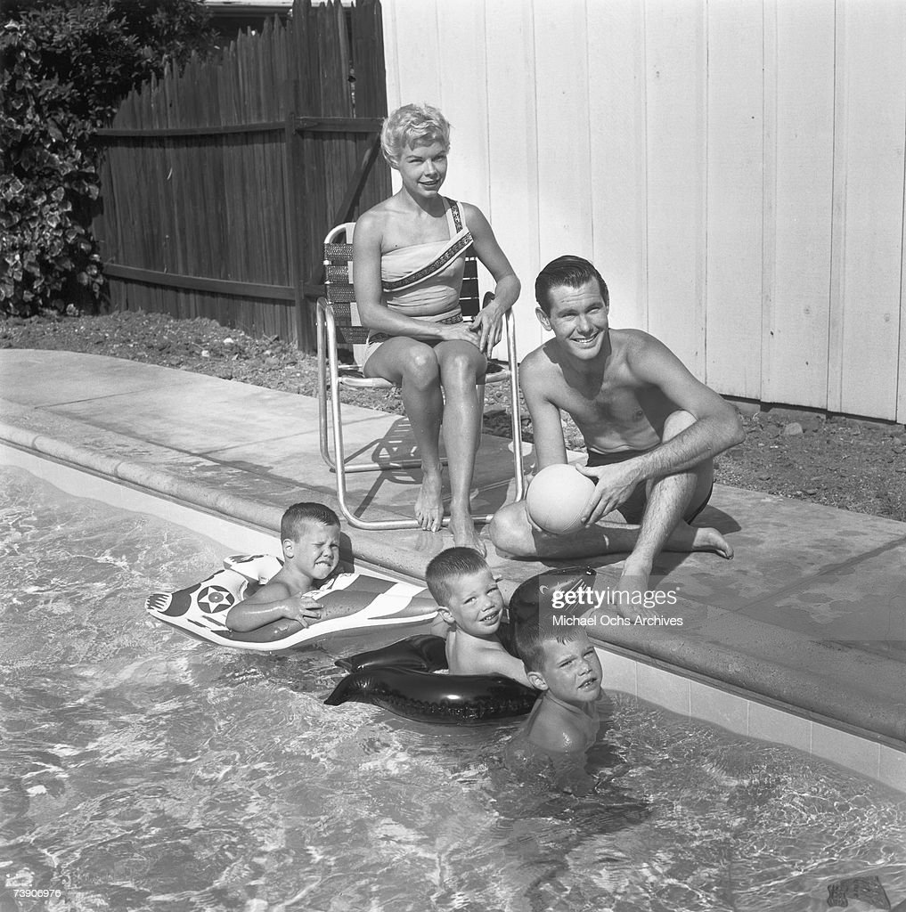 Photo of Johnny Carson, July 5, 1956, Los Angeles, California, Johnny Carson at home in Los Angeles, California with wife Joan ?Jody? Wolcott Carson and sons L-R: Richard, Christopher. (Photo by Michael Ochs Archives/Getty Image