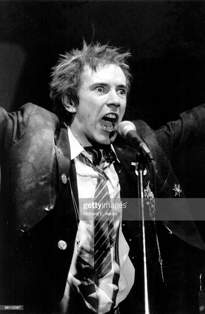 Photo of Johnny ROTTEN and SEX PISTOLS; Johnny Rotten (<a gi-track='captionPersonalityLinkClicked' href=/galleries/search?phrase=John+Lydon&family=editorial&specificpeople=240553 ng-click='$event.stopPropagation()'>John Lydon</a>) performing live onstage at The Great South East Music Hall, Atlanta on final tour on January 05 1978