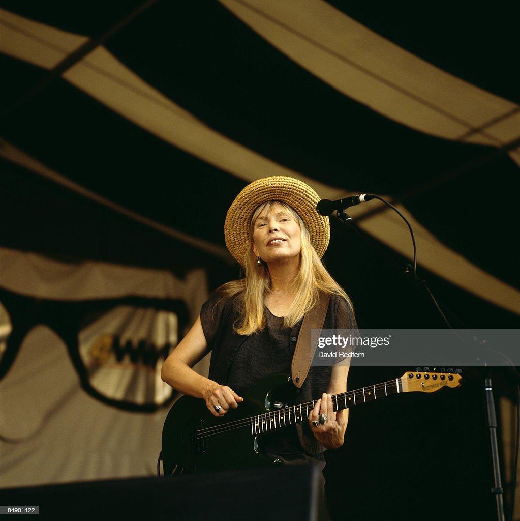 FESTIVAL Photo of Joni MITCHELL, Joni Mitchell performing on stage