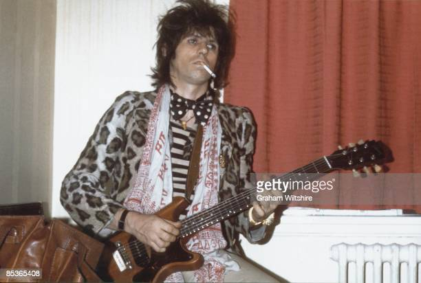 Photo of Keith RICHARDS posed backstage