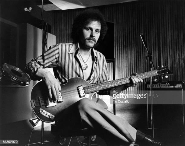 STUDIO Photo of Kelly GROUCUTT and ELECTRIC LIGHT ORCHESTRA Kelly Groucutt in a recording studio in Munich Germany