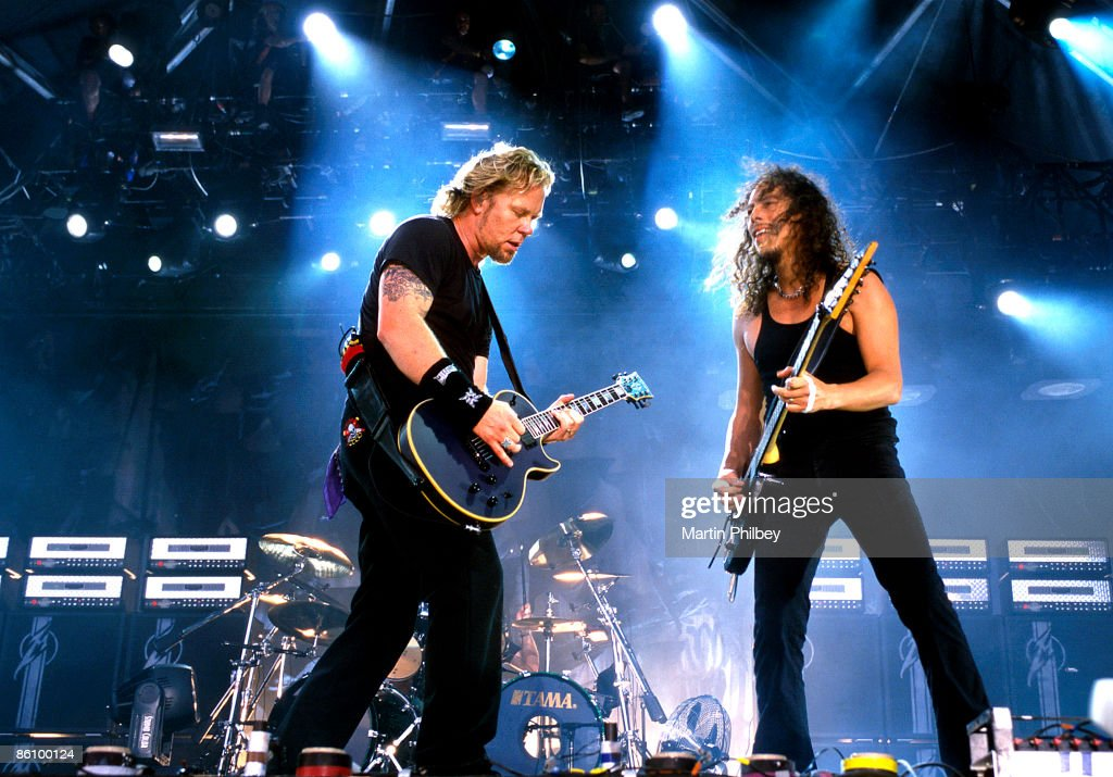 OUT Photo of Kirk HAMMETT and James HETFIELD and METALLICA, James Hetfield and Kirk Hammett performing live onstage